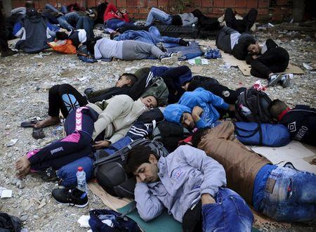 Migrants sleep at transit camp in Gevgelija, Macedonia, after entering the country by crossing the border with Greece, September 24, 2015. REUTERS/Ognen Teofilovski