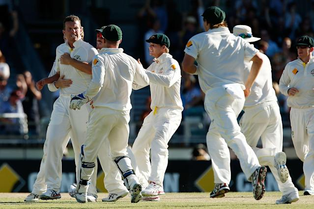 PERTH, AUSTRALIA - DECEMBER 14: Peter Siddle of Australia is congratulated by team mates after taking the wicket of Kevin Pietersen of England during day two of the Third Ashes Test Match between Australia and England at WACA on December 14, 2013 in Perth, Australia. (Photo by Will Russell/Getty Images)