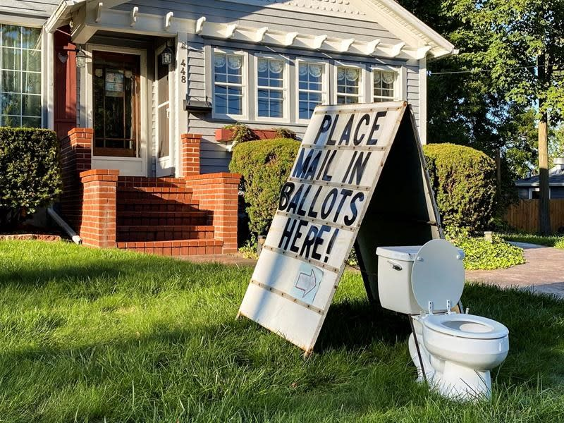 Complaint flushed: No charge in toilet election display