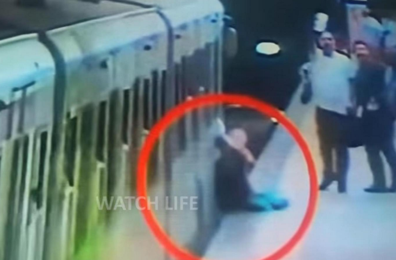 <strong>Video shows Natalya Garkovich being dragged along the platform at a Rome Metro station after her bag got caught between the train doors</strong> (Watch Life 2)