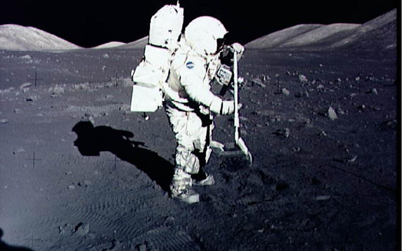 Jack Schmitt collecting Moon rocks in 1972 - AFP