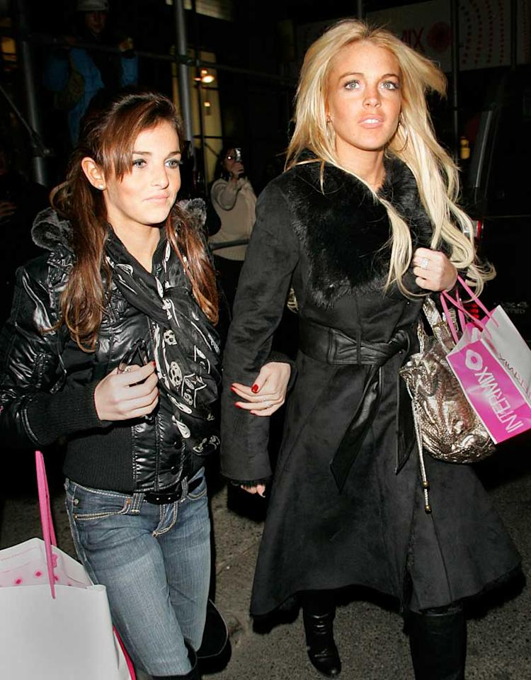 "Like many other Americans, Lindsay Lohan and her younger sister Ali went shopping on Black Friday. Jackson Lee/<a href=""http://www.splashnewsonline.com/"" target=""new"">Splash News</a> - November 22, 2007"