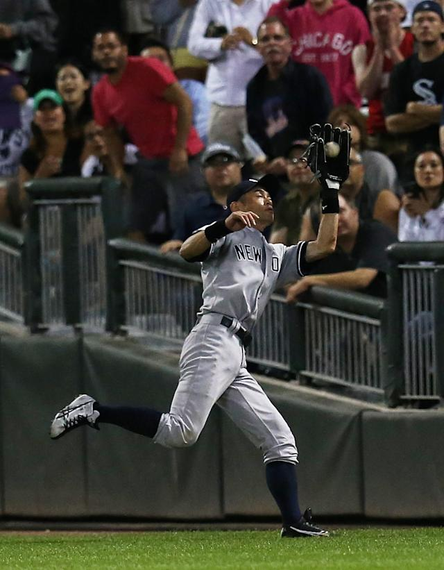 CHICAGO, IL - AUGUST 07: Ichiro Suzuki #31 of the New York Yankees catches a fly ball in the 9th inning against the Chicago White Sox at U.S. Cellular Field on August 7, 2013 in Chicago, Illinois. The White Sox defeated the Yankees 6-5 in 12 innings. (Photo by Jonathan Daniel/Getty Images)