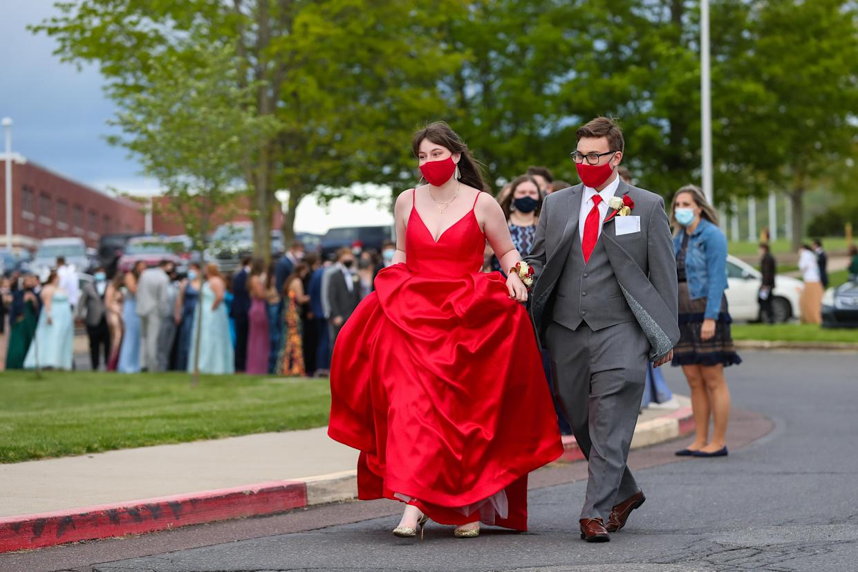 DANVILLE, PENNSYLVANIA, UNITED STATES - 2021/05/08: A couple wearing masks arrives at Danville Area High School's 2021 prom. The school required attendees to wear masks and attest that they had no symptoms or exposure to anyone with COVID-19. (Photo by Paul Weaver/SOPA Images/LightRocket via Getty Images)
