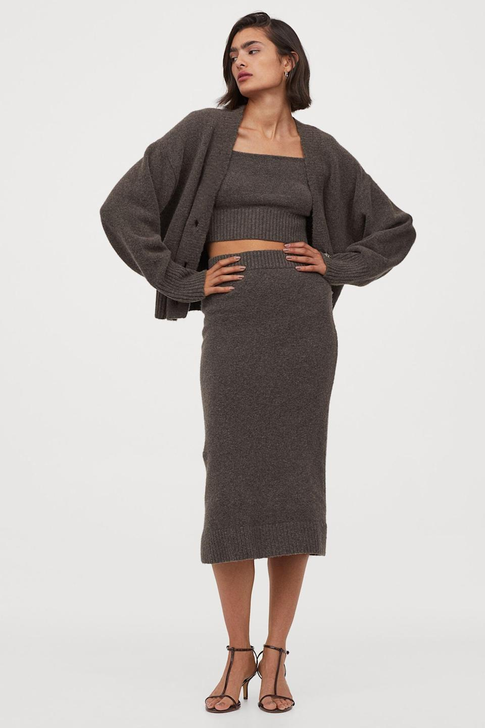 <p>We love this <span>H&amp;M Fine-Knit Pencil Skirt</span> ($30) that fits just right.</p>