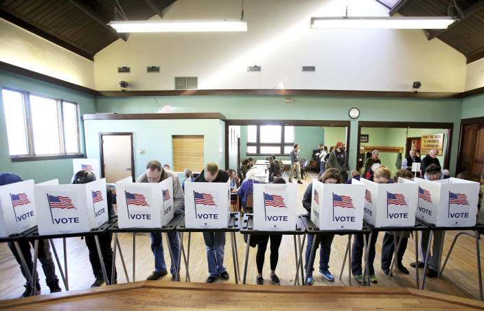 Voters cast their ballots at the Wil-Mar Neighborhood Center on the Near East Side of Madison, Wis., on Nov. 8, 2016. (Photo: Amber Arnold/Wisconsin State Journal via AP)