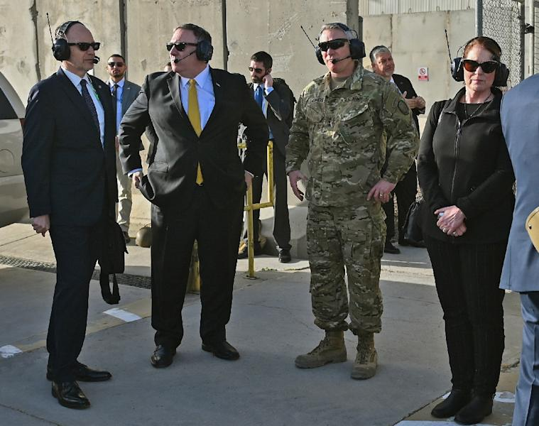 US Secretary of State Mike Pompeo (C) and his wife Susan wait to board a helicopter at Baghdad International Airport on January 9, 2019 (AFP Photo/ANDREW CABALLERO-REYNOLDS)