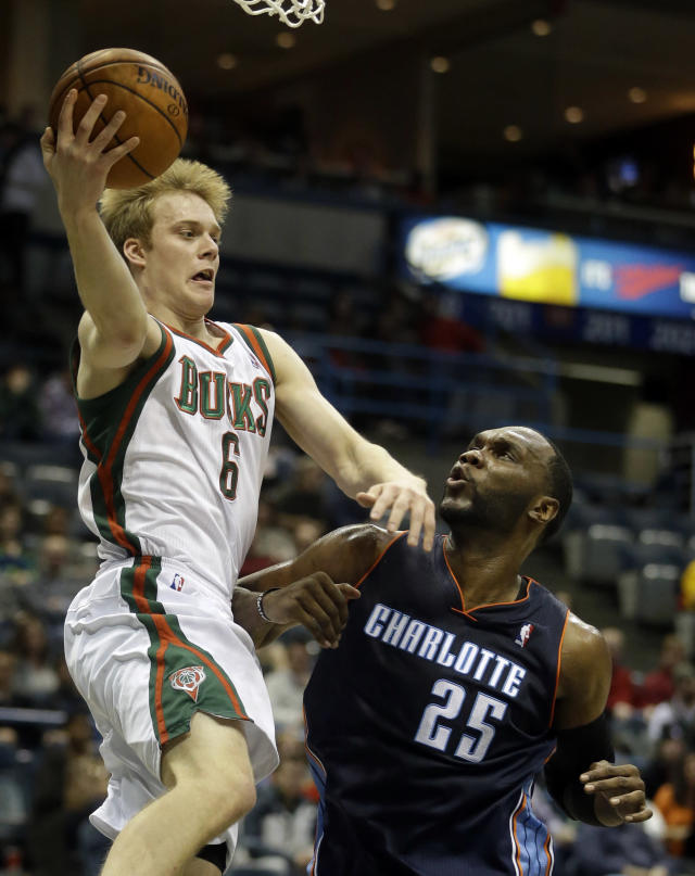 Milwaukee Bucks' Nate Wolters, left, looks to pass over Charlotte Bobcats' Al Jefferson (25) during the second half of an NBA basketball game on Saturday, Nov. 23, 2013, in Milwaukee. (AP Photo/Morry Gash)