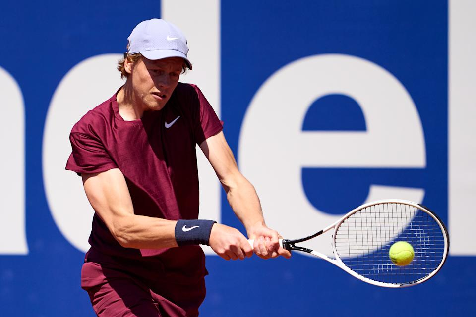 BARCELONA, SPAIN - APRIL 23: Jannik Sinner of Italy plays a backhand against Andrey Rublev of Russia  in their quarter-final match during day five of the Barcelona Open Banc Sabadell 2021 at Real Club de Tenis Barcelona on April 23, 2021 in Barcelona, Spain. (Photo by Alex Caparros/Getty Images)