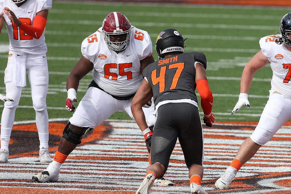 MOBILE, AL - JANUARY 30: American offensive lineman Deonte Brown of Alabama (65) during the 2021 Reese's Senior Bowl on January 30, 2021 at Hancock Whitney Stadium in Mobile, Alabama.  (Photo by Michael Wade/Icon Sportswire via Getty Images)