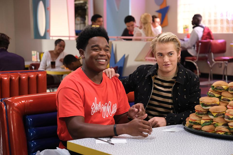 """SAVED BY THE BELL -- """"La Guerra de Aisha"""" Episode 207 -- Pictured: (l-r) Dexter Darden as Devante Young, Mitchell Hoog as Mac Morris-- (Photo by: Patrick Wymore/Peacock)"""
