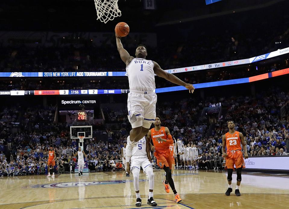 Zion Williamson had a monster 1st half with multiple big dunks in his return to the court vs. Syracuse. (AP)