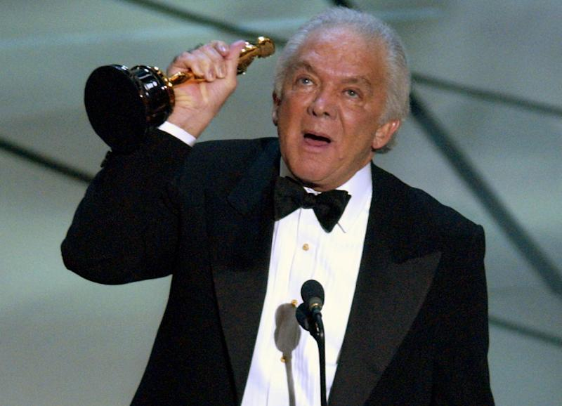 """FILE - In this Sunday, March 23, 2003 file photo, producer Martin Richards accepts the Oscar after the film """"Chicago"""" won for best motion picture of the year at the 75th annual Academy Awards in Los Angeles. Richards, the Tony Award-winning producer behind such Broadway hits as """"Sweeney Todd,"""" and """"The Will Rogers Follies,"""" has died, his publicist said Tuesday, Nov. 27, 2012. He was 80. Publicist Judy Jacksina said Richards died Monday. (AP Photo/Kevork Djansezian)"""