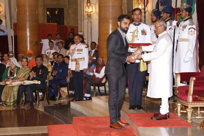 Watch Video: Virat Kohli receive Padma Shri Award at Rashtrapati Bhavan