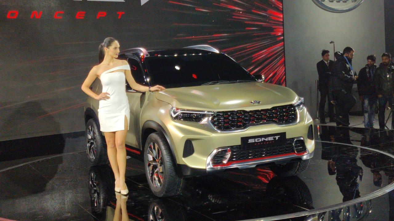 The Kia Sonet SUV looks quite aggressive and carries the 'proper' SUV look. There is cladding, big wheel-arches housing rather full sized diamond cut alloys and a sharper look.