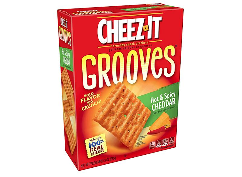 box of hot and spicy cheez it grooves crackers