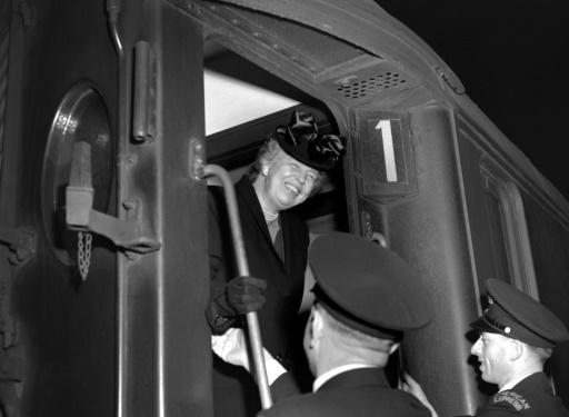 In 1948, Eleanor Roosevelt, former US first lady and the president of the UN Human Rights Commission, arrives in Paris to attend the General Assembly that adopted the Universal Declaration of Human Rights