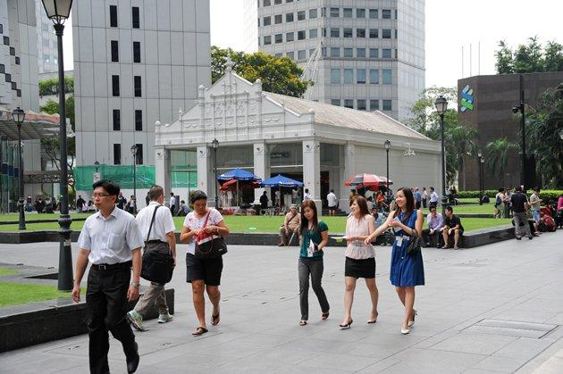 1 in 2 Singaporean employees plan to change jobs, said results of a Randstad survey. (Yahoo! photo)