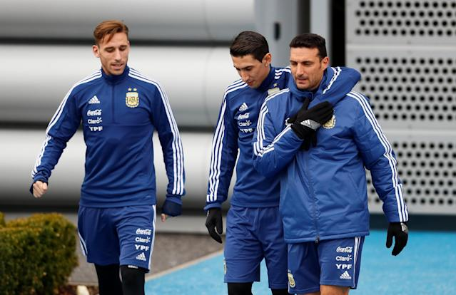 Soccer Football - Argentina Training - City Football Academy, Manchester, Britain - March 21, 2018 Argentina's Lucas Biglia, Angel Di Maria and assistant coach Lionel Scaloni during training Action Images via Reuters/Jason Cairnduff