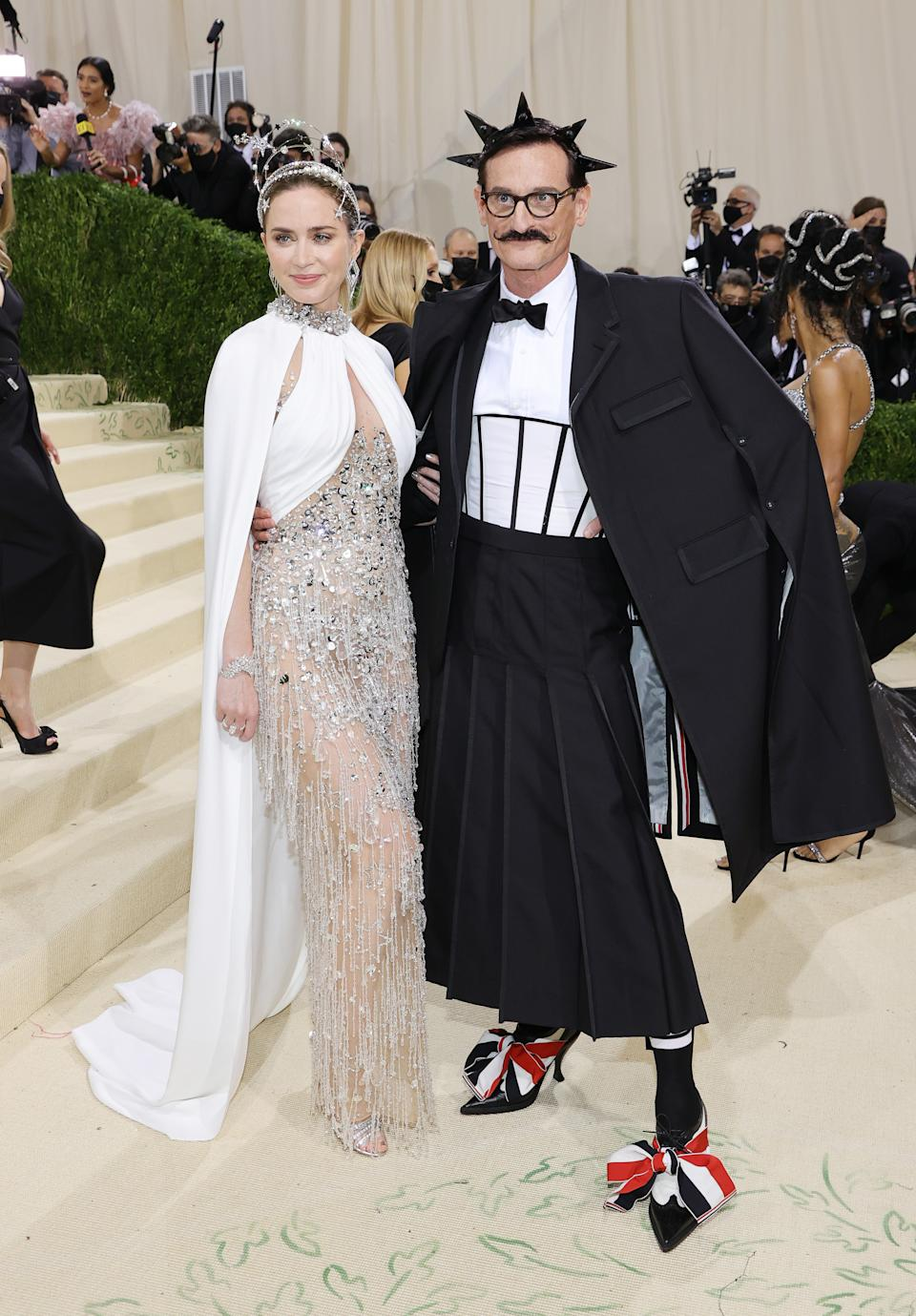 Emily Blunt and Hamish Bowles attend The 2021 Met Gala Celebrating In America: A Lexicon Of Fashion at Metropolitan Museum of Art on September 13, 2021 in New York City. (Getty Images)