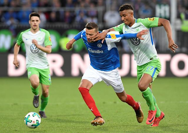Soccer Football - Bundesliga Promotion/Relegation Playoff Second Leg - Holstein Kiel vs VfL Wolfsburg - Holstein-Stadion, Kiel, Germany - May 21, 2018 Holstein Kiel's Tom Weilandt in action with Wolfsburg's Felix Uduokhai REUTERS/Fabian Bimmer DFL RULES TO LIMIT THE ONLINE USAGE DURING MATCH TIME TO 15 PICTURES PER GAME. IMAGE SEQUENCES TO SIMULATE VIDEO IS NOT ALLOWED AT ANY TIME. FOR FURTHER QUERIES PLEASE CONTACT DFL DIRECTLY AT + 49 69 650050