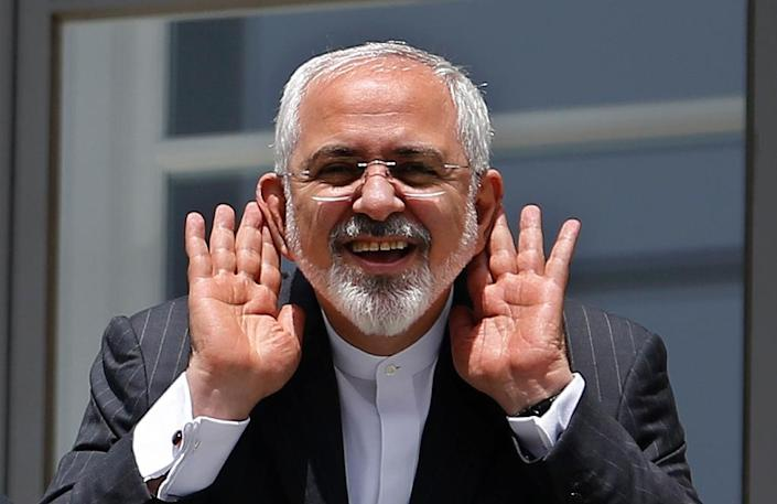 Iranian Foreign Minister Mohammad Javad Zarif gestures as he talks to journalist from a balcony of the Palais Coburg hotel (AFP Photo/Carlos Barria)