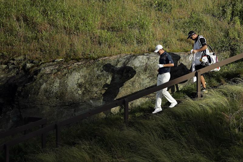 Justin Rose, of England, walks down the 17th hole during the fourth round of the U.S. Open golf tournament at Merion Golf Club, Sunday, June 16, 2013, in Ardmore, Pa. (AP Photo/Charlie Riedel)