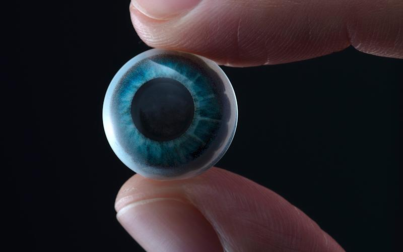 TheMojoVision contact lens offers a display with information and notifications, and allows the user to interact by focusing on certain points