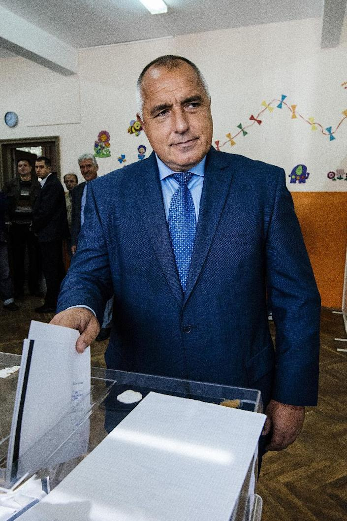 Bulgarian strongman and GERB party leader Boyko Borisov poses at a polling station during the general election in Sofia, Bulgaria, on October 5, 2014 (AFP Photo/Dimitar Dilkoff)