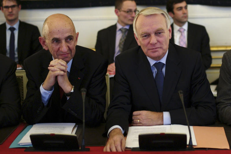 Former EADS chief and French general commissioner for Investment Louis Gallois, left, and French Prime Minister Jean Marc Ayrault, right, are seen prior to a meeting on the competitiveness of French industry, at Matignon in Paris, Monday, Nov. 5, 2012. (AP Photo/Thibault Camus)