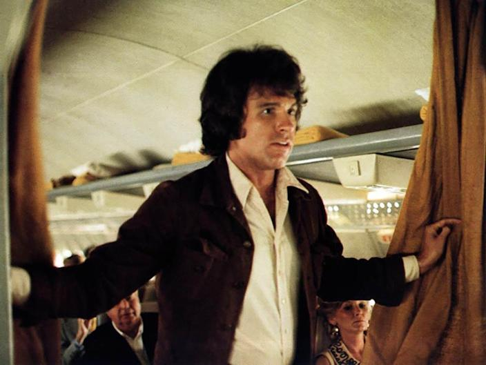 Warren Beatty really wants people to get off this airplane.