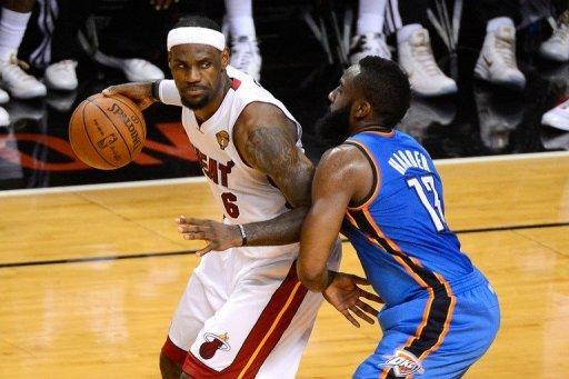 A hobbled LeBron James (L) hit the go-ahead three-pointer with 2:51 to play