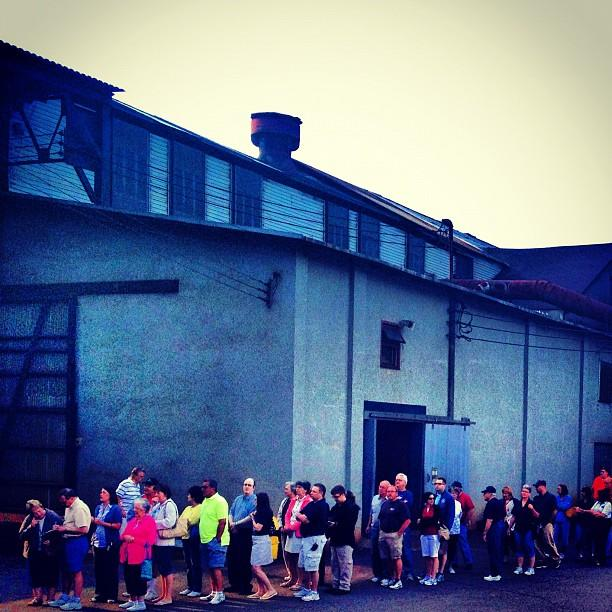 A line to get in to Mitt Romney's event in Weatherly, PA on June 16. (Holly Bailey/Yahoo News)
