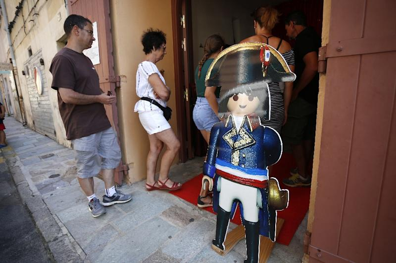 Visitors waiting to enter the Naporama museum, which is not far from the Ajaccio home where Napoleon Bonaparte was born (AFP Photo/PASCAL POCHARD-CASABIANCA)