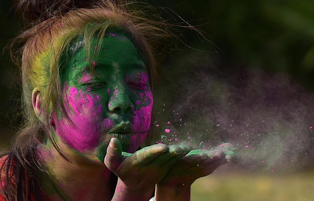 <p>People playing with colours to celebrate Holi at GIP Mall on March 1, 2018 in Noida, India. (Photo: Virendra Singh Gosain/Hindustan Times via Getty Images) </p>