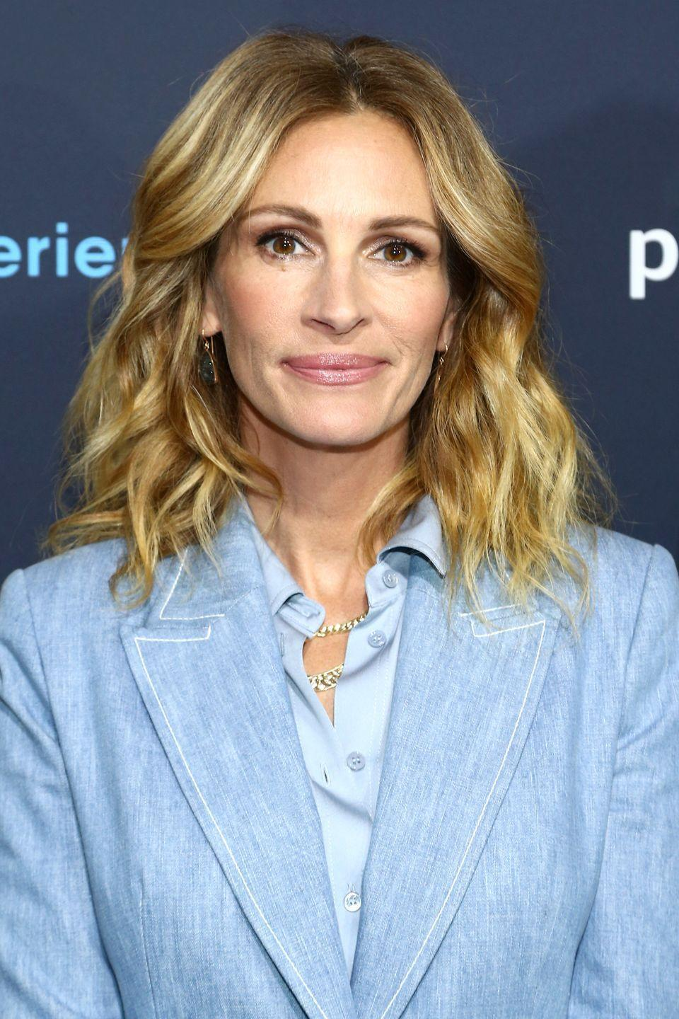 "<p>In addition to Barack Obama, Baskin-Robbins can also claim Julia Roberts as another one of its former now famous employees. According to <a href=""https://www.heraldweekly.com/he-did-what-actors-and-their-first-jobs/8/"" rel=""nofollow noopener"" target=""_blank"" data-ylk=""slk:Herald Weekly"" class=""link rapid-noclick-resp""><em>Herald Weekly</em></a>, her shifts scooping ice cream helped Julia pay for her acting classes. </p>"