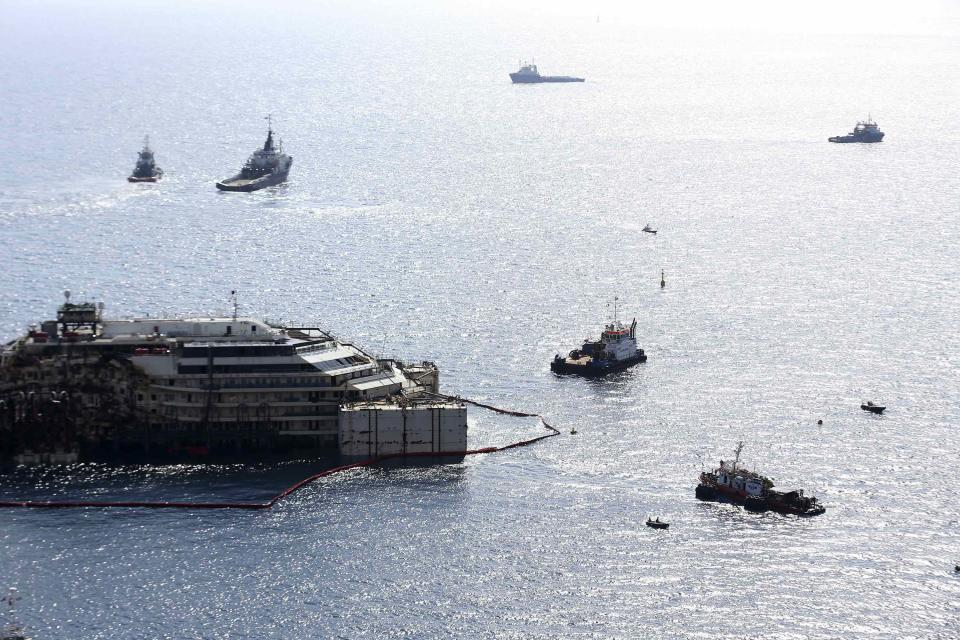 Cruise liner Costa Concordia is surrounded by tugboats during a refloat operation at Giglio harbour at Giglio Island July 14, 2014. Technicians on Monday began a complex operation to refloat and tow away the wreck of the Costa Concordia, two and a half years after the luxury liner capsized off the Italian coast, killing 32 people. REUTERS/Alessandro Bianchi (ITALY - Tags: DISASTER TRANSPORT MARITIME)