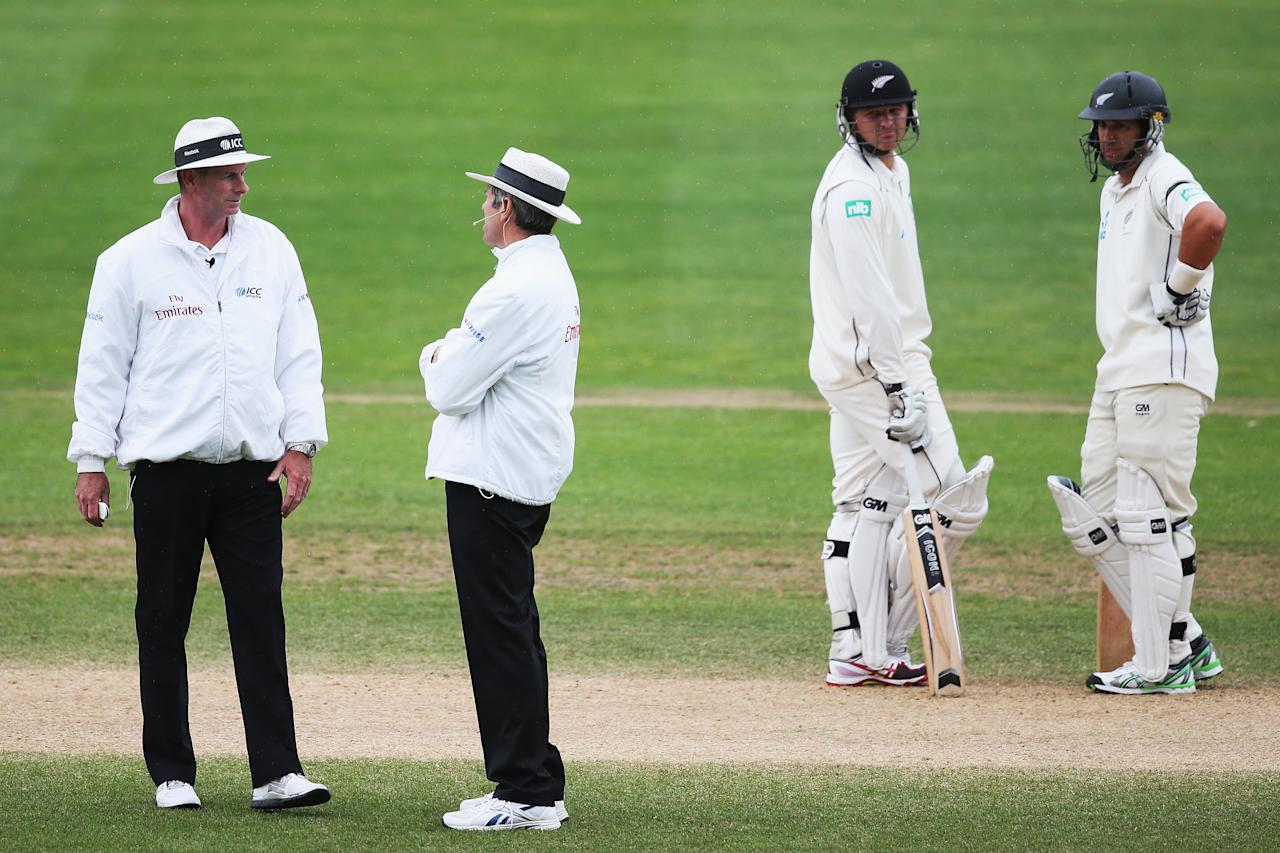 DUNEDIN, NEW ZEALAND - DECEMBER 07: The umpires make a decision to head off for rain during day five of the first test match between New Zealand and the West Indies at University Oval on December 7, 2013 in Dunedin, New Zealand.  (Photo by Hannah Johnston/Getty Images)