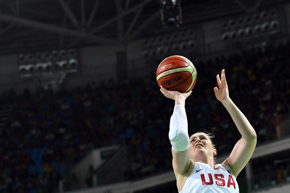 USA's guard Lindsay Whalen goes to the basket on August 20, 2016 during the Rio Olympic Games (AFP Photo/Andrej Isakovic)