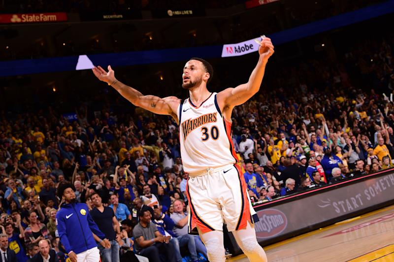 separation shoes d49a6 4f64c Warriors reveal Oakland banner during Oracle Arena goodbye