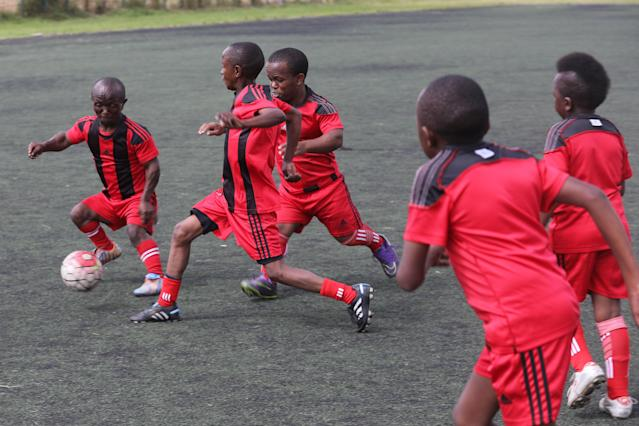 XDI11. Nairobi (Kenya), 29/05/2018.- Players of Lion Stars, Kenya's first dwarf soccer team, in action during a training session at the City Stadium in Nairobi, Kenya, 29 May 2018 (issued 14 July 2018). Lion Stars is an eight member men's dwarf soccer team, the first of their kind in Kenya, with players aged between 18 and 47 years old. Led by Gabriel Ochieng, a volunteer coach, the team aims transition from a recreational to a competitive one. They are planning to head to Argentina for the Copa Argentina tournament in October 2018 for friendly matches they have been invited to. Dwarf soccer has different rules to the mainstream version, in the interests of player safety. Headers are banned, for instance, to prevent spinal injuries, and if a player heads the ball, the other team will be awarded a free kick. Lion Stars is the only dwarf soccer team in East Africa and is working towards bringing Tanzania, Uganda and Rwanda into the fold. However, the team is facing several challenges, including financial sponsorship that would enable them to further their sporting endeavors. 'We face the challenge of ground, we face a challenge of balls, we face challenge of corns, we face challenge of uniform,' volunteer coach Ochieng said. They have reached out to the Kenyan government and well-wishers for help. The team was established with the help of the 'Short Stature Society of Kenya' to help counter stigmatization against people of short stature in the country by engaging in activities such as motivational speaking, theater, and community work as well as sporting activities such as weight-lifting, badminton and soccer. (Futbol, Amistoso, Kenia, Ruanda) EFE/EPA/DANIEL IRUNGU ATTENTION: This Image is part of a PHOTO SET