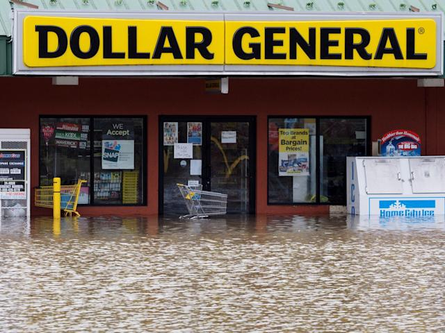 <p>The Dollar Store at Second Street is flooded by the St. Joseph River in downtown Niles, Mich., Thursday, Feb. 22, 2018. (Photo: Mark Bugnaski/Kalamazoo Gazette-MLive Media Group via AP) </p>