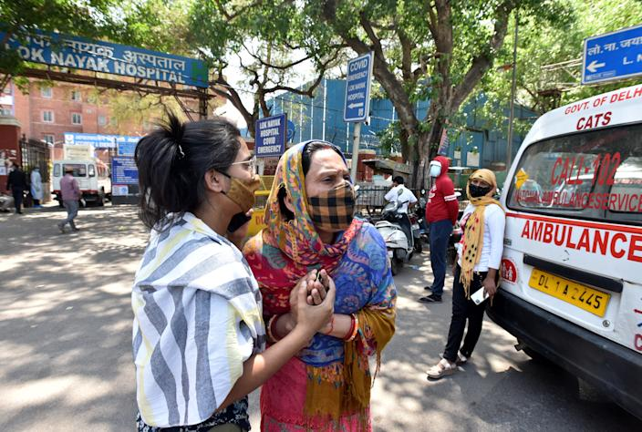 The outbreak is now so severe that hospitals in India are running out of oxygen and beds, and many who have taken ill are being turned away. Photo: Sonu Mehta/Hindustan Times via Getty Images