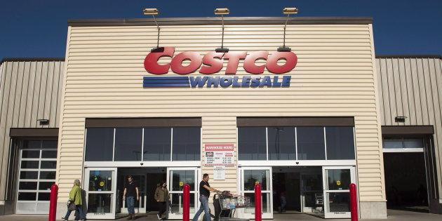 Customers outside a Costco in Mississauga, Ont., May 15, 2017. The wholesaler announced Wednesday that it's beginning to expand its grocery delivery service to Canada.