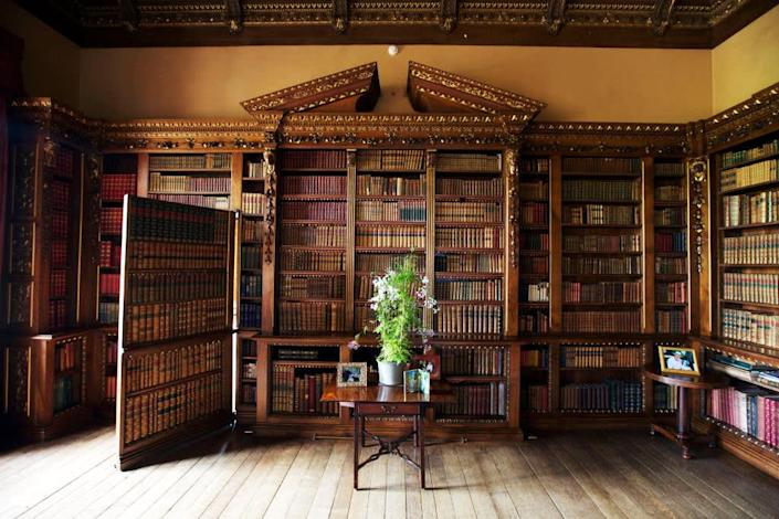 """<div class=""""inline-image__caption""""> <p>A detail of the library showing a hidden door to the music room in Highclere Castle.</p> </div> <div class=""""inline-image__credit""""> Matthew Lloyd </div>"""
