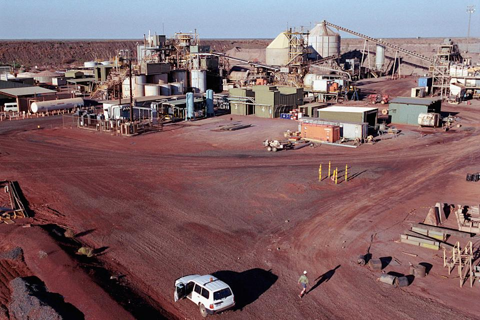 This gold mine in the middle of the Tanami desert is situated 550 kilometres Northwest of Alice Springs in the red centre of central Australia.