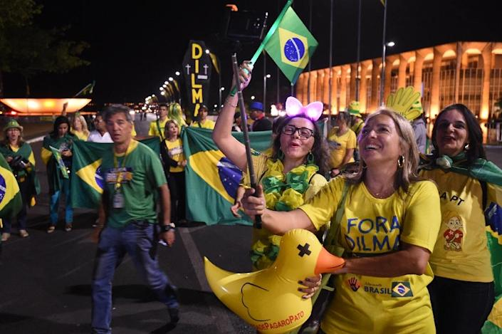 A group of citizens opposing Brazilian President Dilma Rousseff rally in front of the National Congress in Brasilia (AFP Photo/Evaristo Sa)