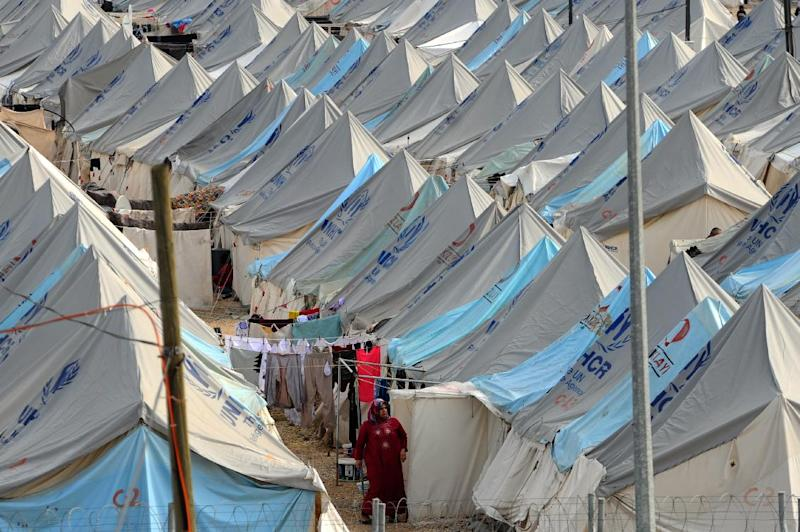 A Syrian refugee woman walks among tents at Karkamis' refugee camp in southern Turkey, on January 16, 2014 (AFP Photo/Ozan Kose)