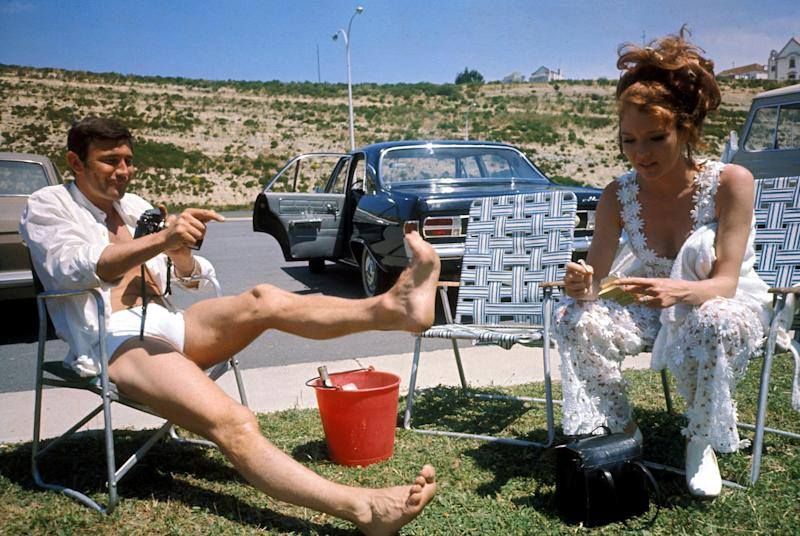 Australian actor George Lazenby and English actress Diana Rigg relax on the set of the James Bond film 'On Her Majesty's Secret Service', 1969. (Photo by Larry Ellis Collection/Getty Images)
