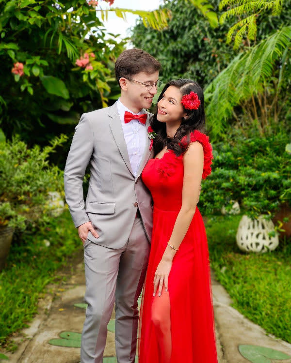 At Maine Mendoza's brother's wedding last month, she looked resplendent in red and Arjo Atayde was very dapper